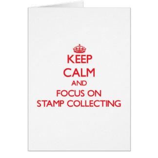 Mantenha a calma e o foco na coleta de selo cartão comemorativo