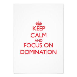 Mantenha a calma e o foco na dominação convite personalizados