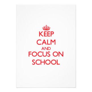 Mantenha a calma e o foco na escola convite personalizados