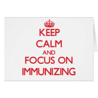 Mantenha a calma e o foco na imunização cartão comemorativo