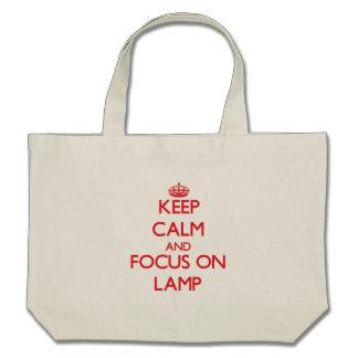 Mantenha a calma e o foco na lâmpada bolsa
