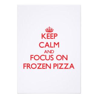 Mantenha a calma e o foco na pizza congelada convite