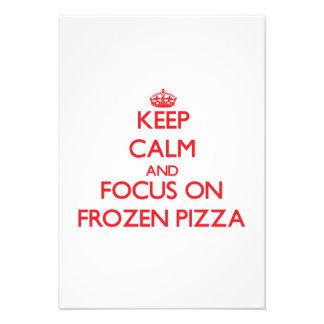 Mantenha a calma e o foco na pizza congelada convites personalizados