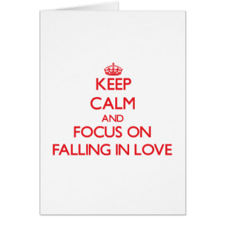 Mantenha a calma e o foco na queda no amor cartão comemorativo