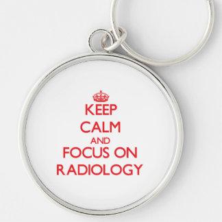 Mantenha a calma e o foco na radiologia chaveiro redondo na cor prata