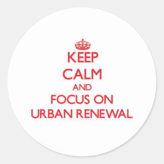 Mantenha a calma e o foco na reabilitação urbana adesivo em formato redondo