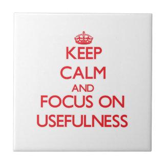 Mantenha a calma e o foco na utilidade azulejos