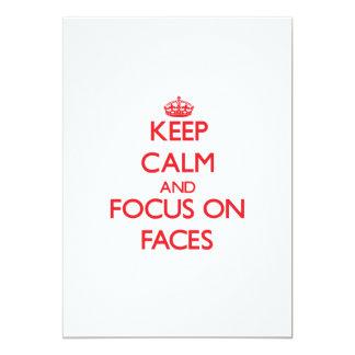 Mantenha a calma e o foco nas caras convite personalizado