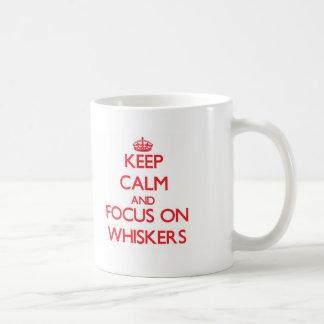 Mantenha a calma e o foco nas suiças caneca de café