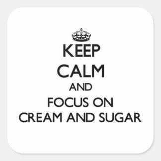Mantenha a calma e o foco no creme e no açúcar adesivo quadrado
