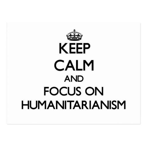 Mantenha a calma e o foco no Humanitarianism Cartão Postal