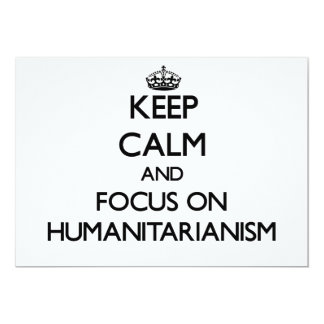 Mantenha a calma e o foco no Humanitarianism Convite Personalizados