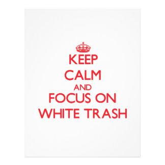 Mantenha a calma e o foco no lixo branco modelo de panfleto