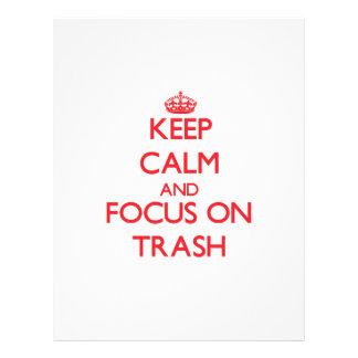 Mantenha a calma e o foco no lixo panfletos