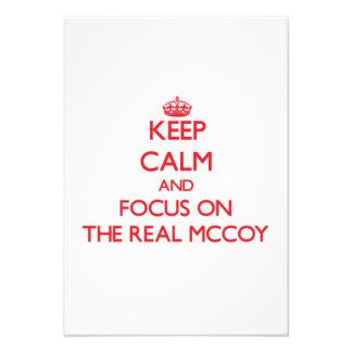 Mantenha a calma e o foco no Mccoy real Convite Personalizado