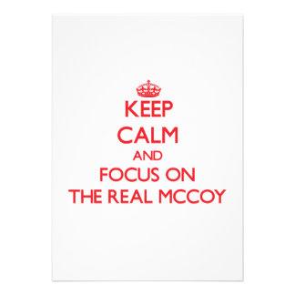 Mantenha a calma e o foco no Mccoy real Convites Personalizados