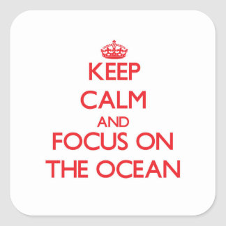 Mantenha a calma e o foco no oceano adesivo quadrado