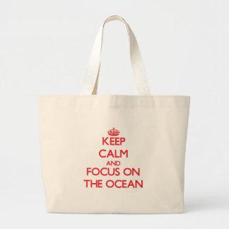Mantenha a calma e o foco no oceano bolsas para compras