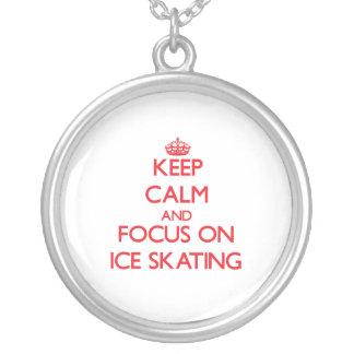Mantenha a calma e o foco no patinagem no gelo bijuteria