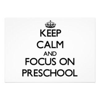 Mantenha a calma e o foco no pré-escolar convite personalizados