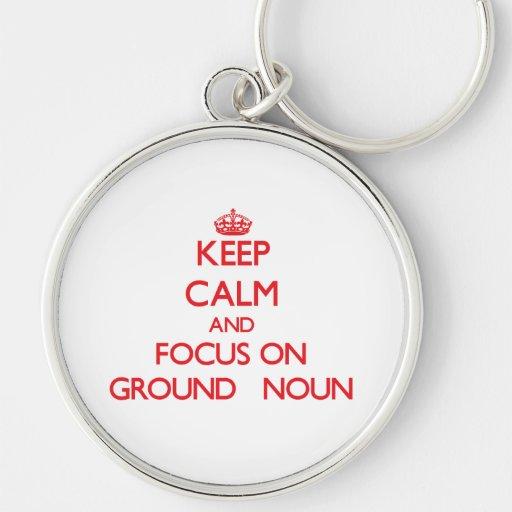 Mantenha a calma e o foco no substantivo   à terra chaveiros
