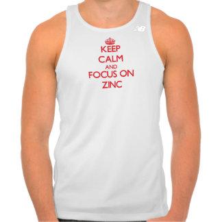 Mantenha a calma e o foco no zinco camiseta