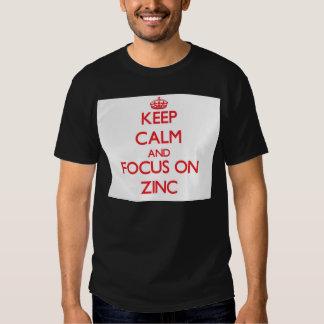 Mantenha a calma e o foco no zinco t-shirt