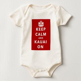 Mantenha a calma e o Kauai sobre Macacãozinho Para Bebê