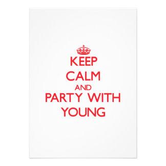 Mantenha a calma e o partido com jovens convites personalizados