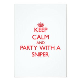 Mantenha a calma e o partido com um atirador convite personalizado