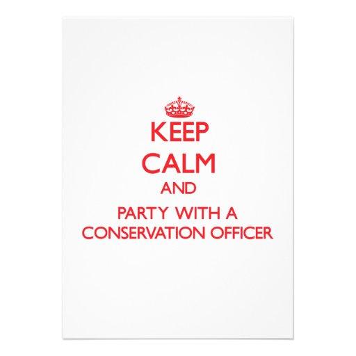Mantenha a calma e o partido com um oficial da con convite personalizado