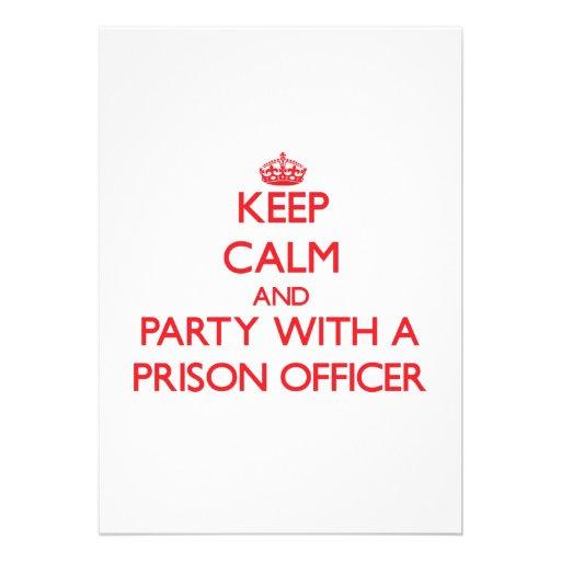 Mantenha a calma e o partido com um oficial de pri convite