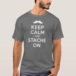 Mantenha a calma e o Stache na camisa