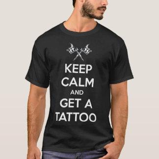Mantenha a calma e obtenha um tatuagem camiseta