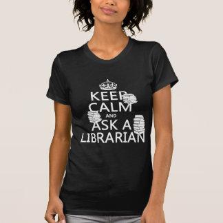 Mantenha a calma e pergunte a um bibliotecário camisetas