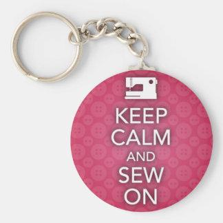 Mantenha a calma e Sew no chaveiro cor-de-rosa