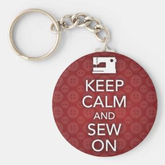 Mantenha a calma e Sew no chaveiro vermelho