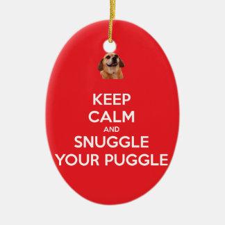 Mantenha a calma e Snuggle seu ORNAMENTO de Puggle