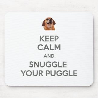 Mantenha a calma e Snuggle seu Puggle MOUSEPAD