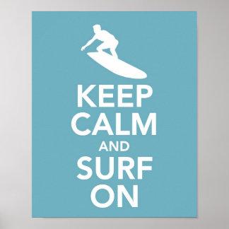 Mantenha a calma e surfe-a no impressão/poster pôster