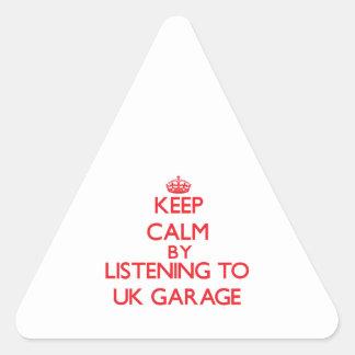 Mantenha a calma escutando a GARAGEM BRITÂNICA Adesivo Triângulo