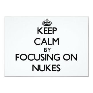 Mantenha a calma focalizando em armas nucleares convites personalizado