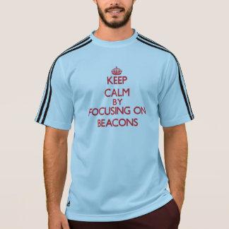 Mantenha a calma focalizando em balizas camiseta