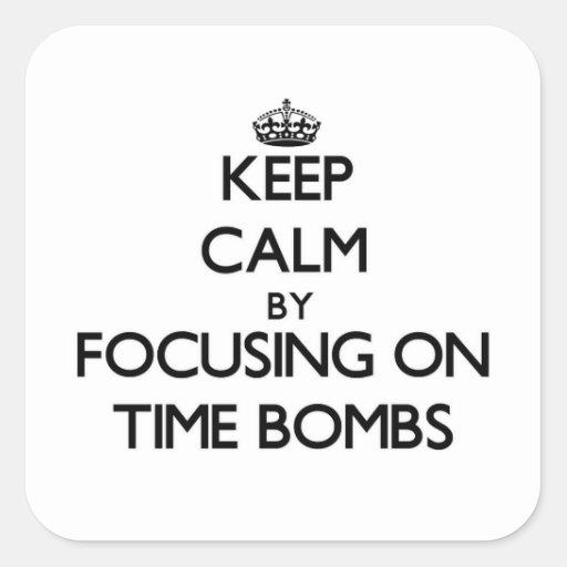 Mantenha a calma focalizando em bombas-relógio adesivo quadrado