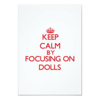Mantenha a calma focalizando em bonecas convite personalizados