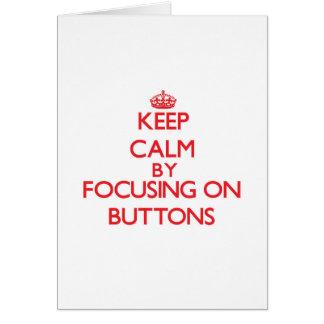 Mantenha a calma focalizando em botões cartão comemorativo
