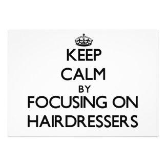 Mantenha a calma focalizando em cabeleireiro convite personalizado