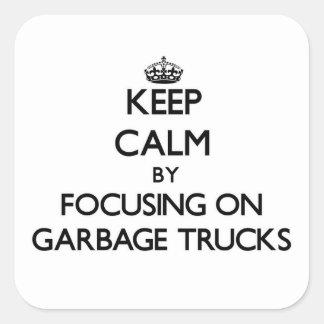 Mantenha a calma focalizando em caminhões de lixo