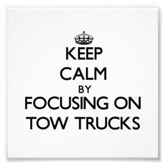 Mantenha a calma focalizando em caminhões de reboq impressão de fotos