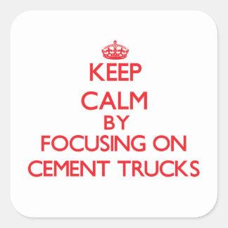 Mantenha a calma focalizando em caminhões do adesivos